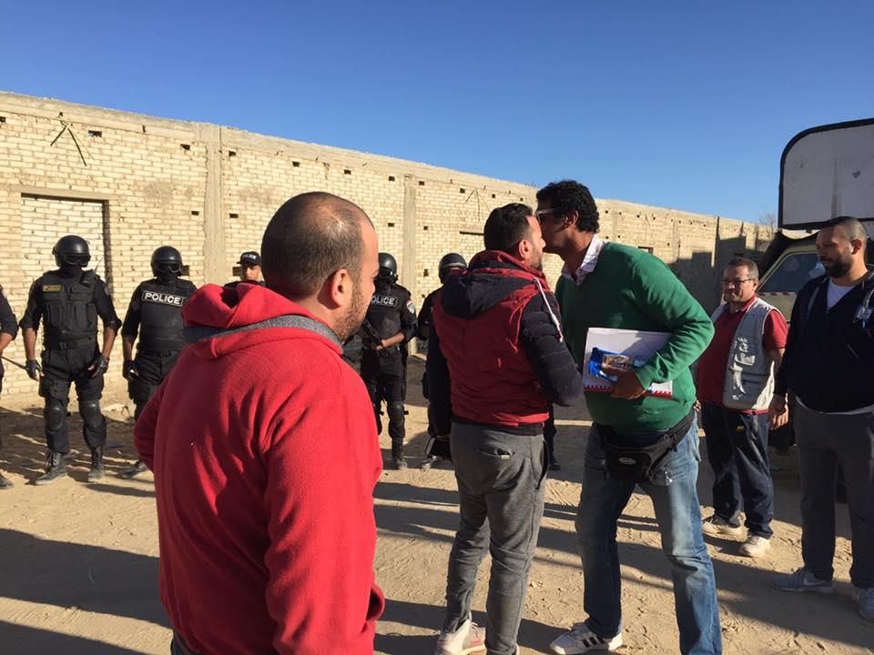 اثناء التحضير للمشهد مع المخرج محمد حمدي
