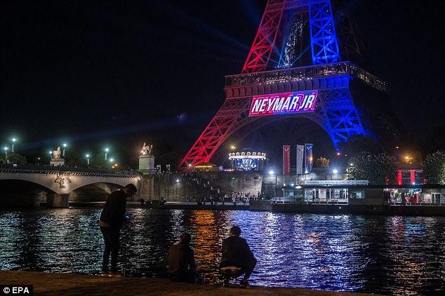 مشهد برج ايفل يعبر عن فرحة الفرنسيين بشكل عام بقدوم نيمار