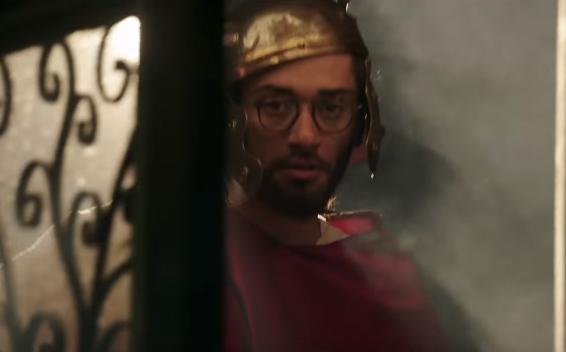 أحد شخصيات كريم محمود عبد العزيز في فيلم إطلعولي بره