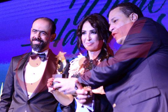 تكريم المتميزين من نجوم الفن والاعلام (52)