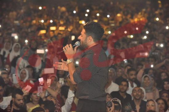 حماقي يتألق باقوي حفل تخرج لطلاب تجارة الإسكندرية (7)