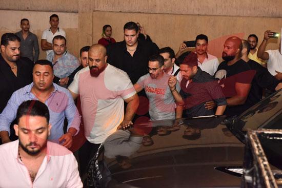 حماقي يتألق باقوي حفل تخرج لطلاب تجارة الإسكندرية (21)
