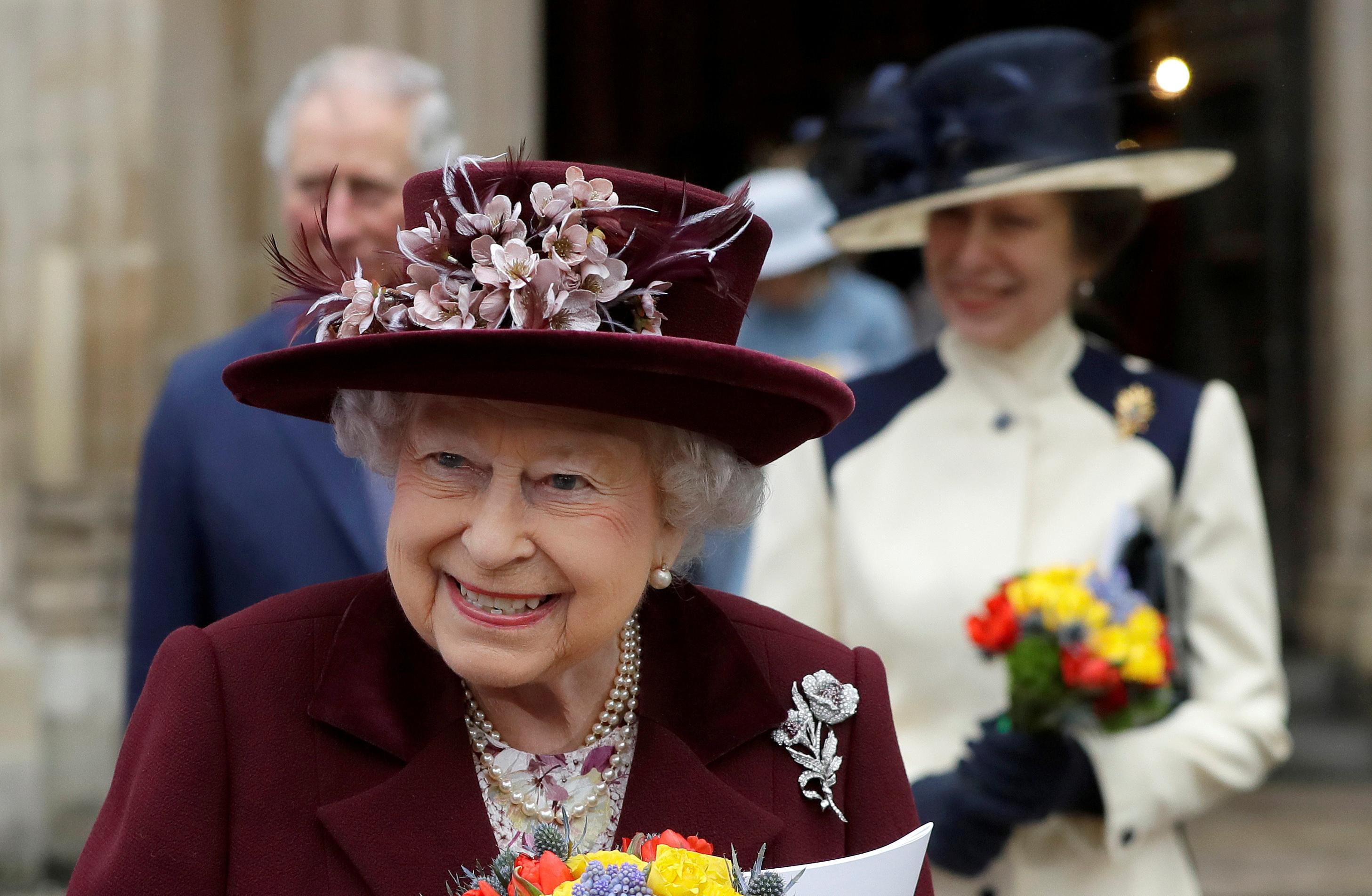 الملكة إليزابيث (2)