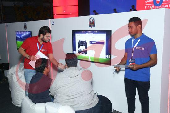 عمرو دياب ومحمد حماقى (2)