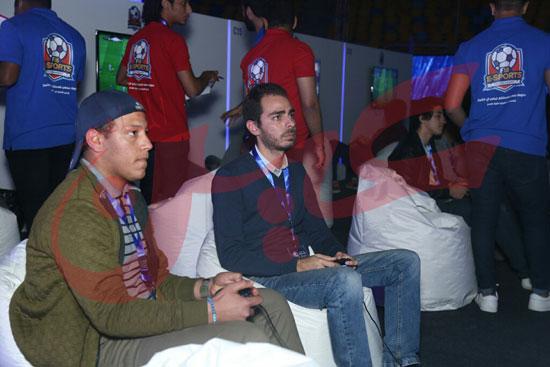 عمرو دياب ومحمد حماقى (6)