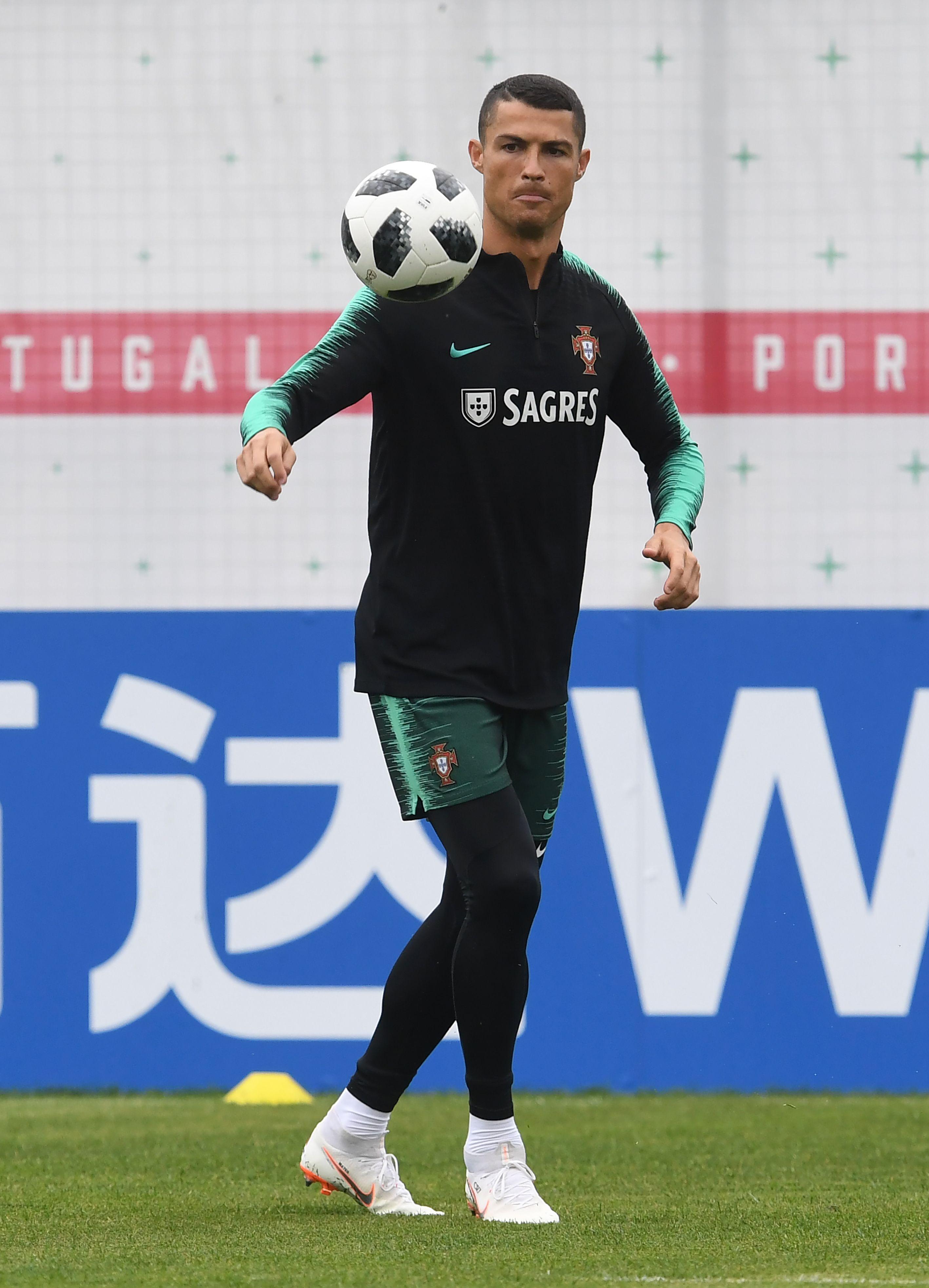 678157-كريستيانو-رونالدو-لاعب-البرتغال
