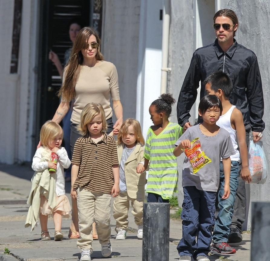 براد وانجيلينا والأطفال