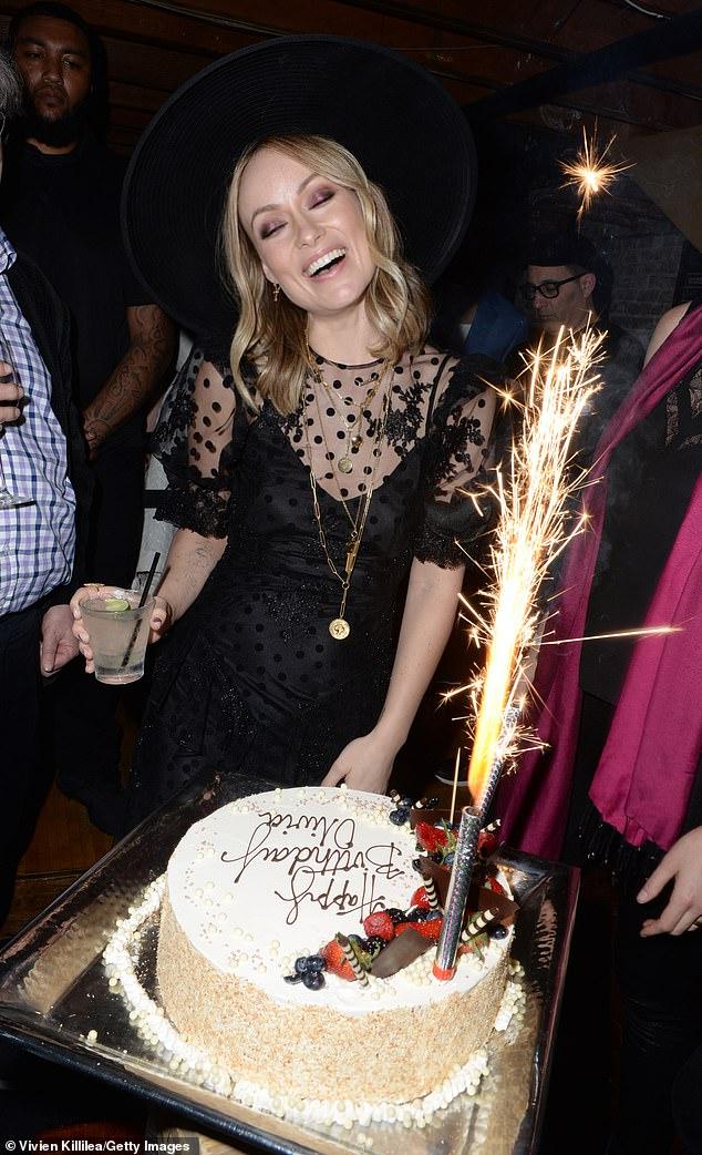 اوليفيا وايلد تحتفل بعيد ميلادها الـ 35 (6)