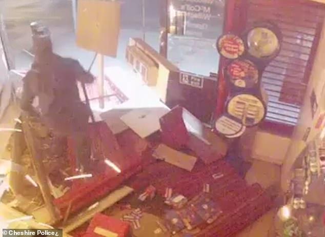 عصابة تتبع أسلوب جديد لسرقة آلات الصراف الآلى فى بريطانيا (1)