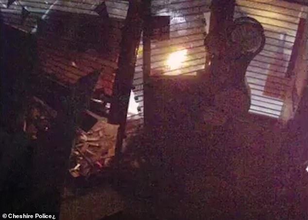 عصابة تتبع أسلوب جديد لسرقة آلات الصراف الآلى فى بريطانيا (2)