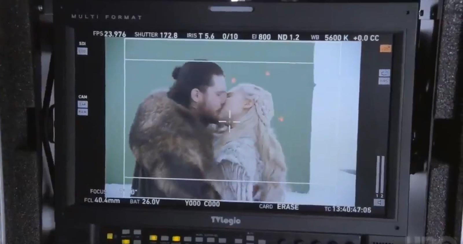 مشهد القبلة بين جون سنو ودنيرس تارجارين