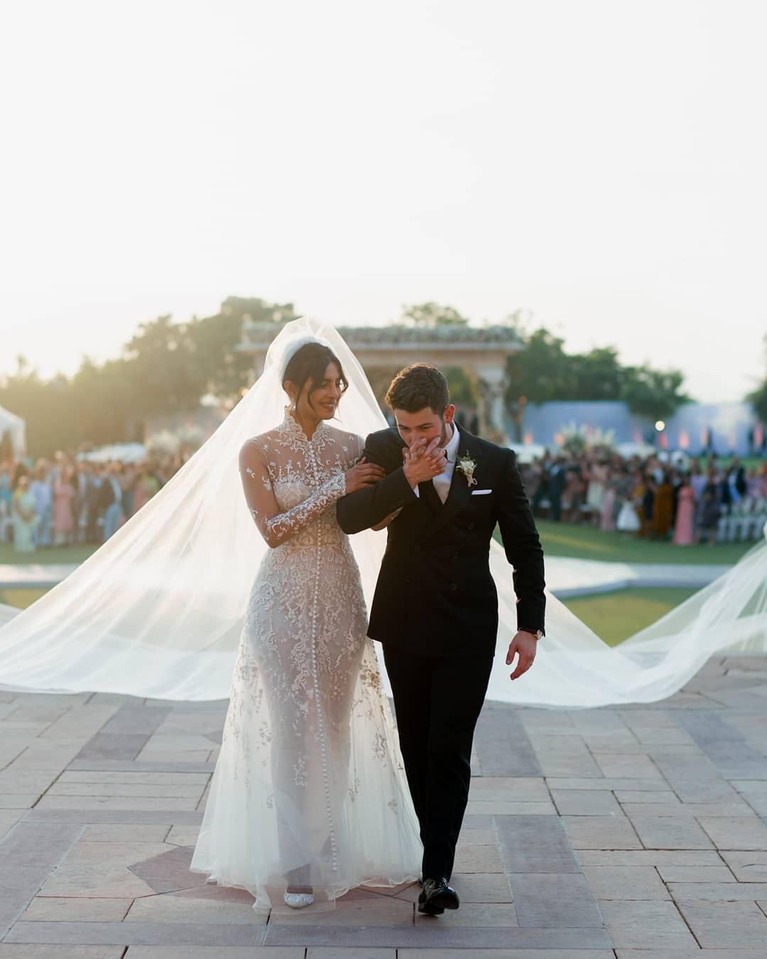 بريانكا فى حفل الزفاف على الطريقة الغربية