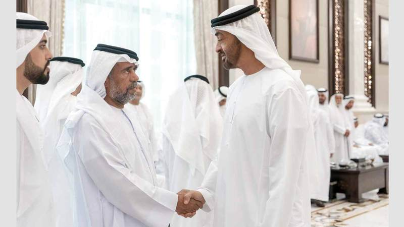 محمد بن زايد يستقبل الاماراتيين