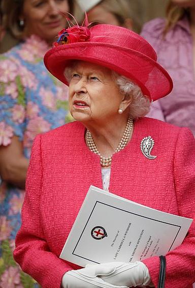 562615-الملكة-اليزابيث
