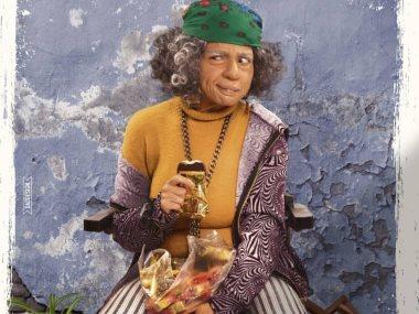 بوستر لسيدة عجوز