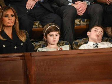 جوشوا ترامب نائما خلال الخطاب
