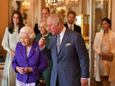 أفراد العائلة الملكية اثناء توجههم للحفل