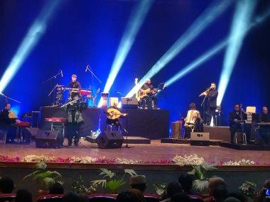 وزيرة الثقافة تعزف مع كايرو ستيبس