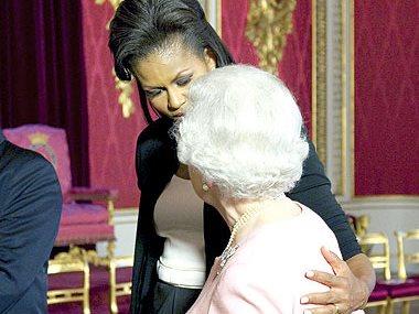ميشيل اوباما و الملكه اليزابيث