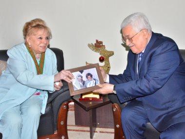 الرئيس أبو مازن مع الفنانة نادية لطفى