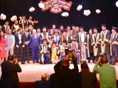 إيناس عبد الدايم وزيرة الثقافة فى مهرجان المسرح