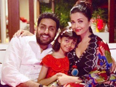 الممثل الهندى ابهيشك باتشان مع زوجته آشواريا راى باتشان وابنتهما