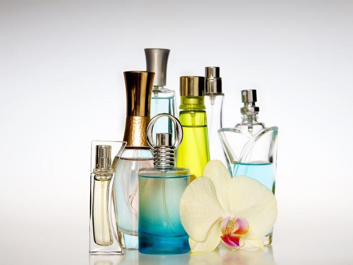 6 خطوات تساعدك فى تنظيف الزجاجة العطر لإعادة استخدامها عين