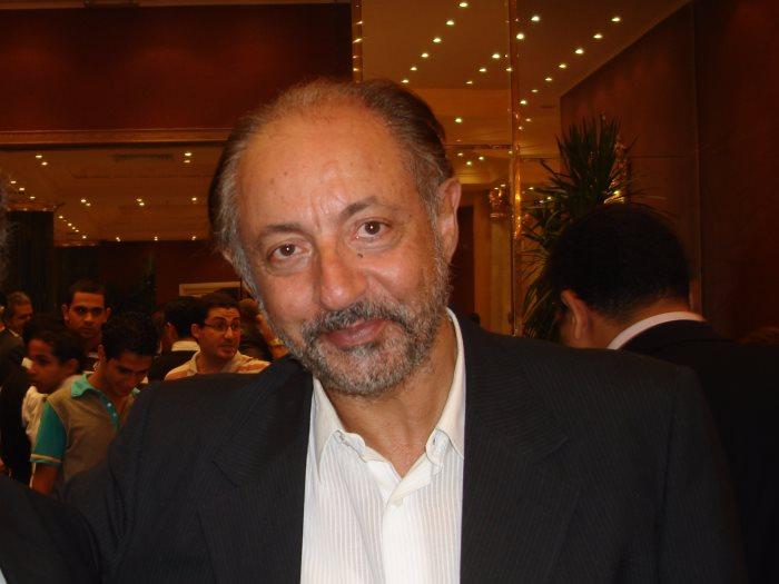 عبد العزيز مخيون