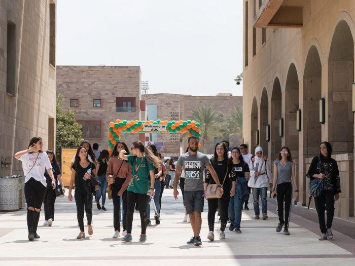 الجامعة الأمريكية تستقبل الطلاب الجدد