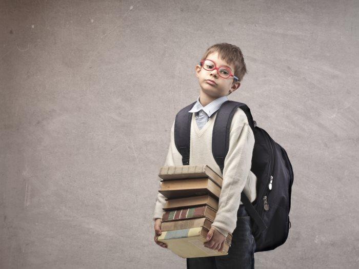 ae7e65514b815 نصائح لحماية أبنائك من الحمل الثقيل وآلام الظهر بسبب حقيبة المدرسة - عين
