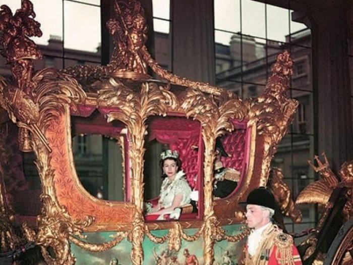 صورة نادرة لتتويج الملكة إليزابيث