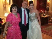 منى عبد الناصر والعروسين أثناء حفل الزفاف