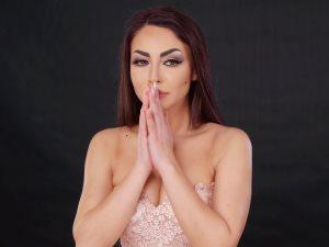 فيديو وصور.. دوللى شاهين تغنى «حبيبتى يا أمى» احتفالا بعيد الأم