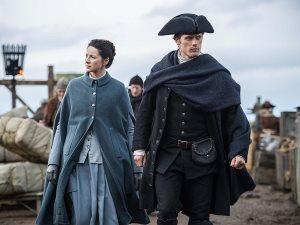 «كايتريونا بالف» و«سام هيوجان» يسابقان الزمن من أجل «Outlander»