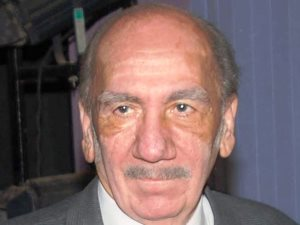 عاجل.. وفاة الكاتب الكبير محفوظ عبد الرحمن