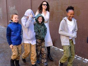 صور.. أنجلينا جولى وأبناؤها «العيلة السعيدة»