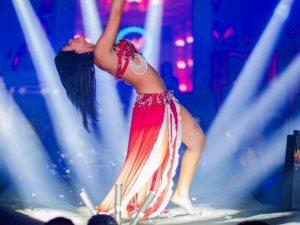 كارولينا والراقصة مايا مغربى تشعلان أولى حفلات «طبلة» بالساحل الشمالى