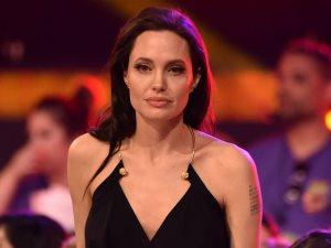 أنجلينا جولى تقدم فيلم Maleficent 2 فى 2018