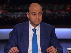 «فلة شمعة منورة».. أشهر قفشات عمرو أديب احتفالا بعيد ميلاده