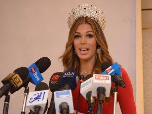 ملكة جمال الكون الفرنسية خلال مؤتمر صحفى لدعم السياحة المصرية: تحيا مصر
