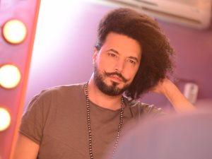 من المغرب إلى دبى.. عبد الفتاح جرينى يستكمل تصوير برنامجه لاكتشاف المواهب