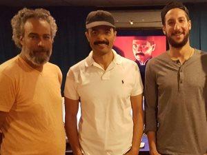 صورة.. خالد النبوى فى الاستوديو لتسجيل صوت «محمود عبد الظاهر»