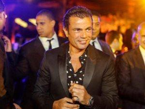 رغم الإصابة.. «عمرو دياب» لا يتوقف عن إحياء الحفلات