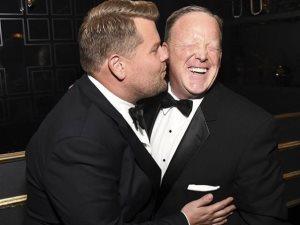 قبلة جيمس كوردن لـ شون سبايسر تثير غضب السوشيال ميديا