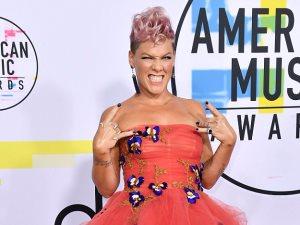 صور.. بينك «عروسة المولد» فى حفل American Music Awards