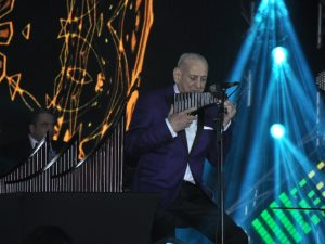 صور.. حفل الفنان العالمى جورج زامفير بحضور وزيرة الثقافة