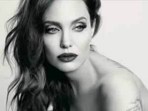 أنجلينا جولى بطلة فيلم The Kept الجديد