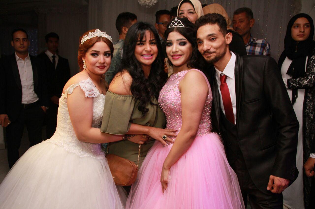 المطربة هدى مع العروسان