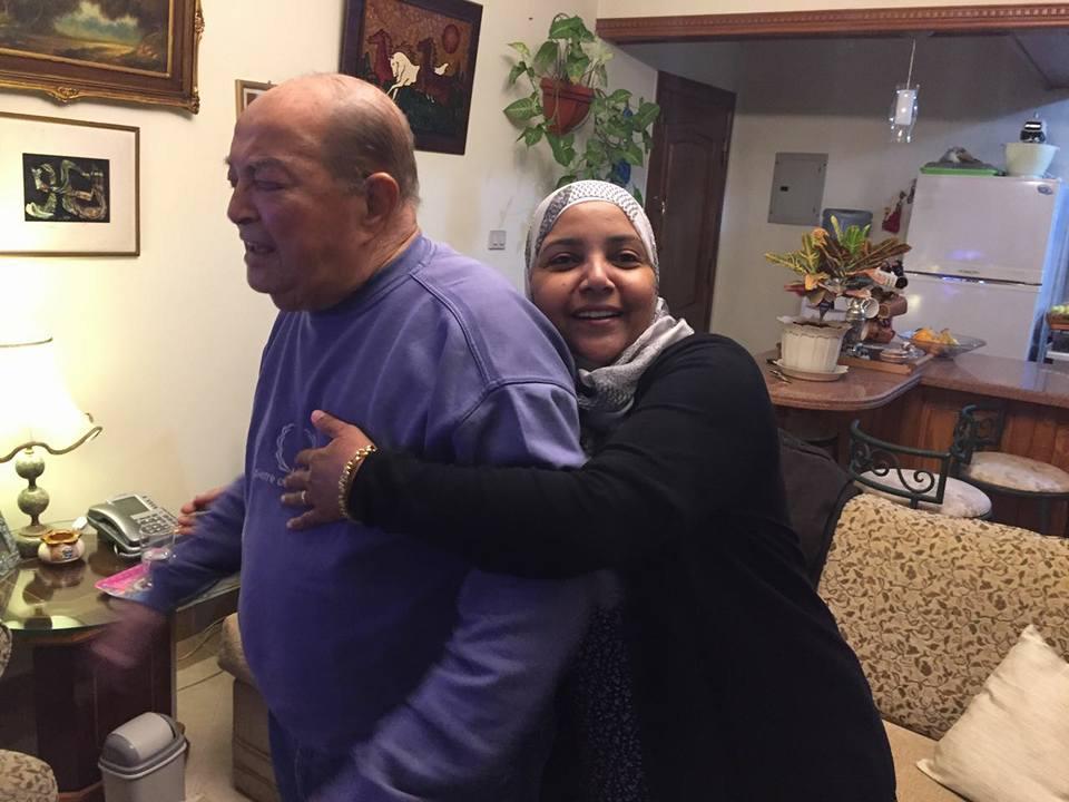 عادل صادق مع ابنته سهام (8)