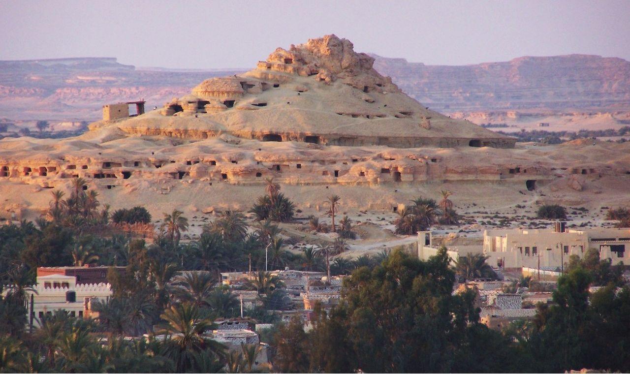 Mountain_of_the_Dead_Siwa